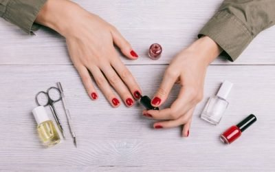 How to Dry Nail Polish Fast?(5 Simple Ways)